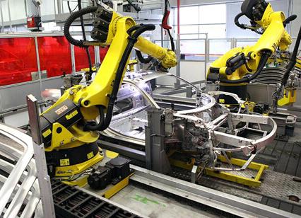 国际机器人联合会预测,中国今年的工业机器人销量增幅将下降三分之二