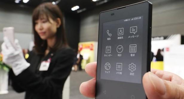 日本电信运营商NTT Docomo,将下月推出全球最薄、最轻的手机