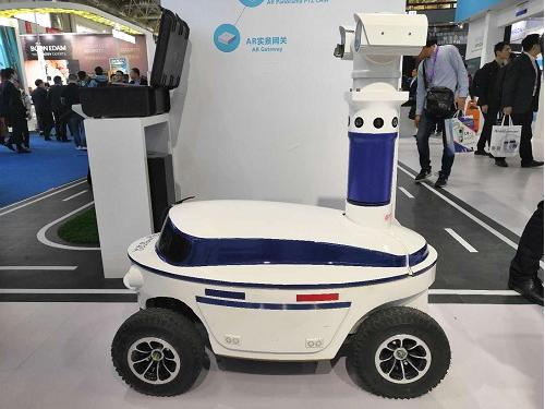 安防机器人惊艳亮相安博会,安防机器人将迎来亿万级...