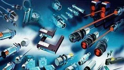 我国传感器产业的发展应从工艺技术和应用两大方向进...