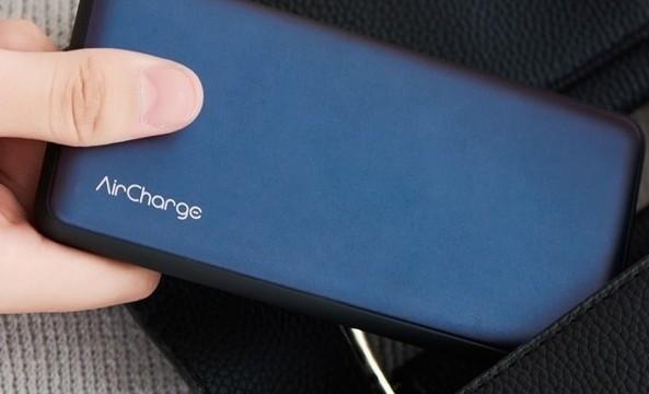 南孚新款无线充电宝,采用USB有线+无线2合1设计,可实现2台手机同时充电