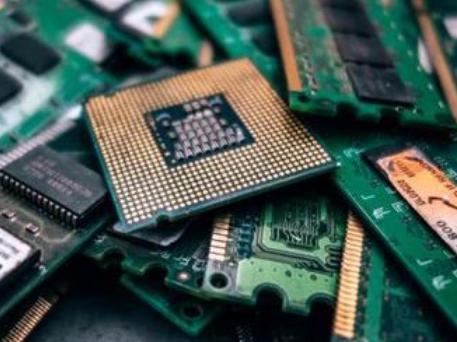 在目前后PC时代,DRAM不再由标准型DRAM主导