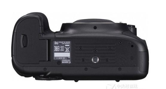 佳能5Ds單反相機擁有5060萬有效像素,解決了...