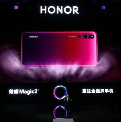 荣耀Magic2采用LOGO的整体设计,赢得了广...