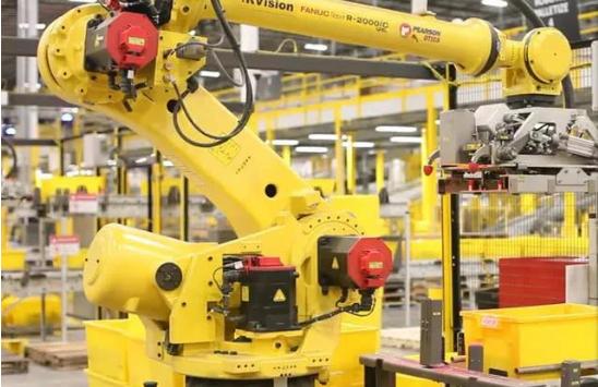 在全球亚马逊拥有10万台机器人 并且该公司计划增...