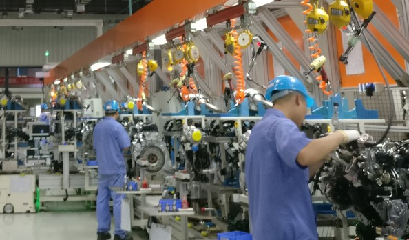 我国制造业总量连续多年稳居世界第一正在向工业强国...