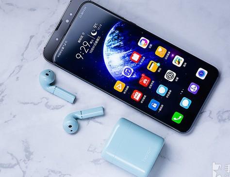 荣耀FlyPods系列真无线耳机双耳立体声设计并支持HWA高清蓝牙立体声