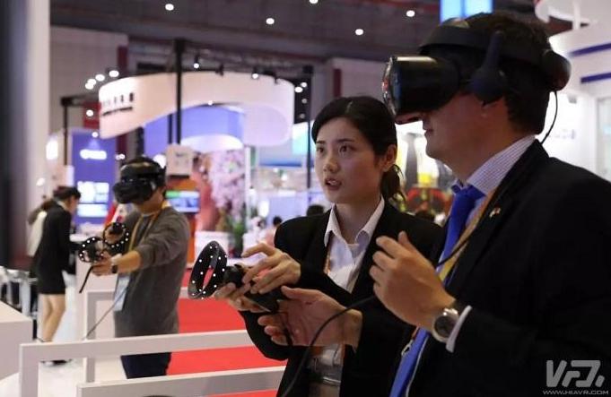 进博会国家展  英国馆内可以体验虚拟现实与增强现实long88.vip龙8国际