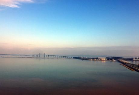 中兴通讯携手珠海移动实现了港珠澳大桥定制化无线网络全面覆盖