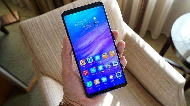 华为全面屏手机新专利将要把听筒设置在屏幕内