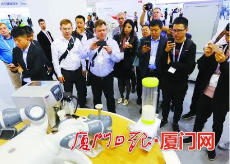 ABB多款工业机器人集中亮相炫技 助力多领域数字化转型