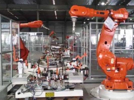 国内首个柔性骨骼机器人亮相高交会 引来众多科技粉围观