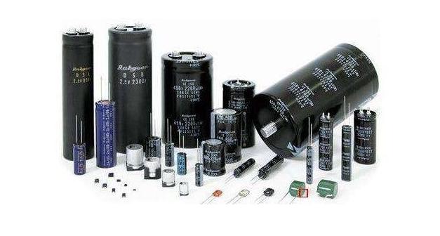 简要说明电容器的工作原理及介电材料