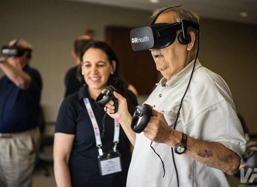 VR在给老年人带来乐趣的同时 也帮助他们保持身心...