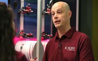 带多轴电机控制和EtherCAT网络的集成驱动系统的演示