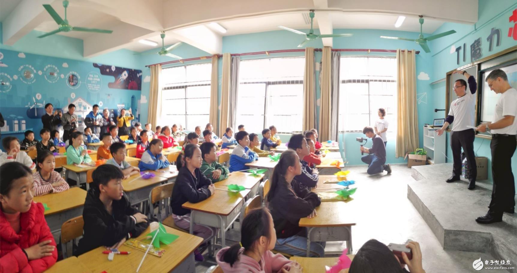 孩子们对TI的课程充满好奇
