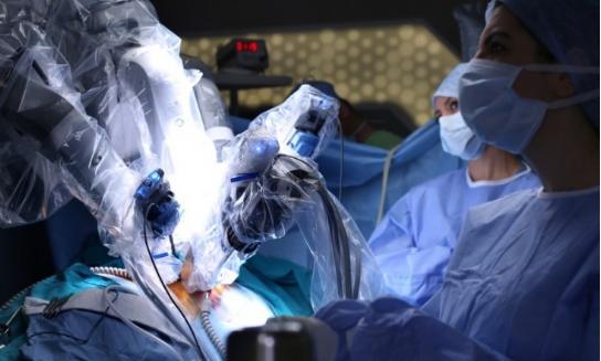 医疗机器人发展的同时要满足以下三个方面
