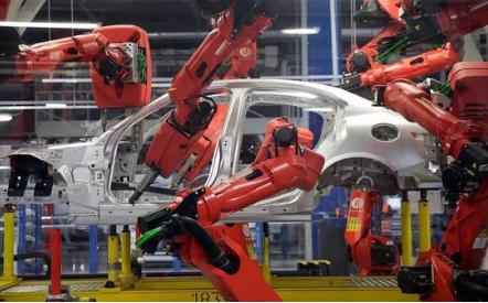 随着车市销量走低 菲亚特考虑出售机器人业务柯马