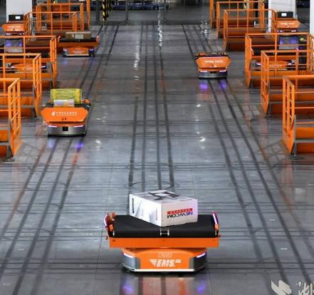 国内可查的最大载重工业移动机器人亮相 其负载能力...