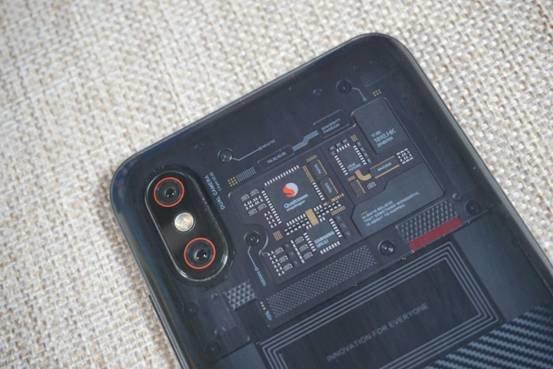 小米8屏幕指纹版评测 透明外壳下的惊喜