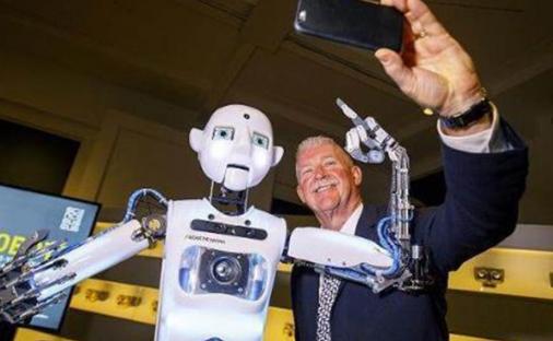 机器人进行新闻播报 使人类感受到了前所未有的压力