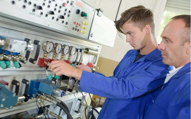 维修电工高级复习试题详细资料免费下载