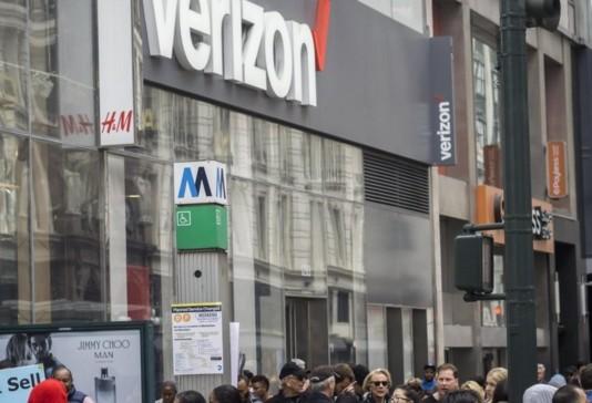 三星率先推出5G智能手机在智能手机市场上将彻底击...