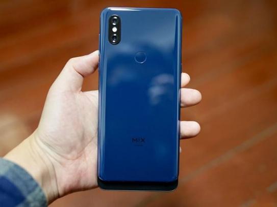 国产手机市场竞争激烈 小米手机却逐渐掉队