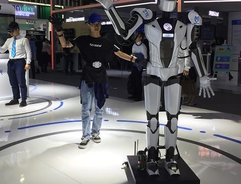 中国移动联合合作伙伴成功实现了5G网络对机器人的连接控制