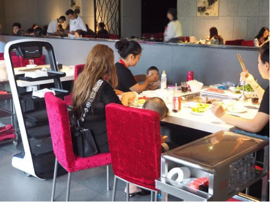 阿里、京东两大巨头押注 机器人餐厅重新大热