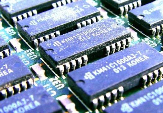 中芯國際計劃投資逾100億美元在上海建設12英寸芯片生產線 將成為國內技術最先進的芯片生產基地