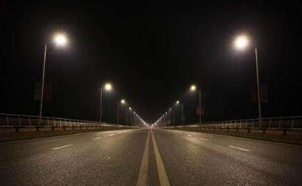 三基色多色溫LED人工智能路燈亮相重慶市 將助推重慶都市游發展