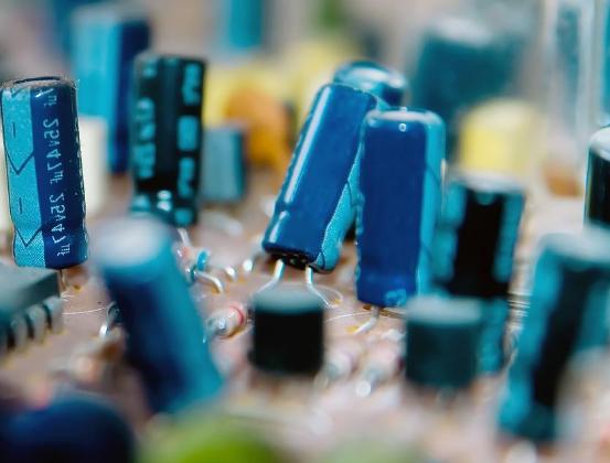 漳州高新区与福建一轮善淳签署协议 并以单晶硅抛光片和外延片项目的合作达成一致意见
