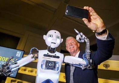日本研发机器人代替人类播报新闻工作