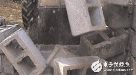 一个可替代自动泊车的解决方案 还能当攻城锤