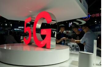5G新概念手机:可折叠/打孔屏