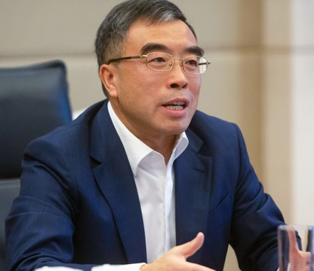 华为董事长表示华为在5G方面领先其他企业至少12...