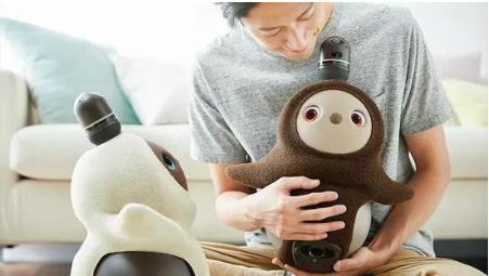 情感治愈机器人lovot可与人类完成亲密的互动