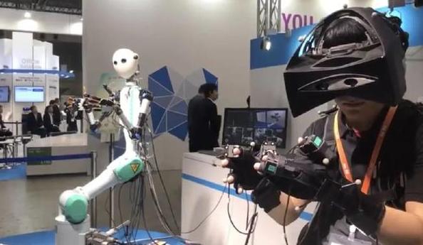 日本KDDI公司推出一款远距离遥控的机器人 方便行动不便的老人购物