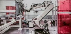 中国机器人产业发展具有得天独厚的市场优势和制造平...