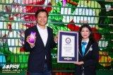 雷军携1005台小米Play刷新世界最大的手机动态拼图的吉尼斯世界纪录