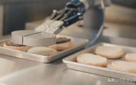 沃尔玛推出厨房机器人助理Flippy 负责煎炸冷...