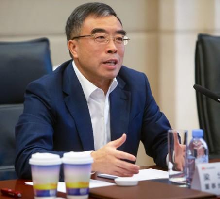 华为董事长表示华为既要活下来还要抓住机会并领先全...