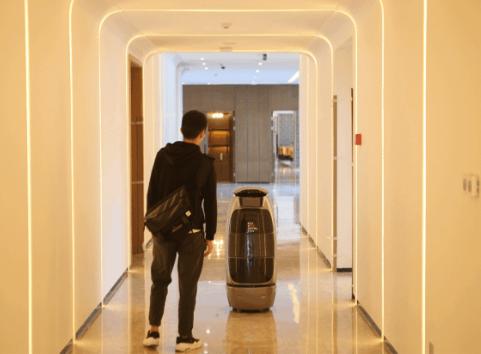 阿里首家未来酒店PK日本海茵娜酒店 机器人服务谁...