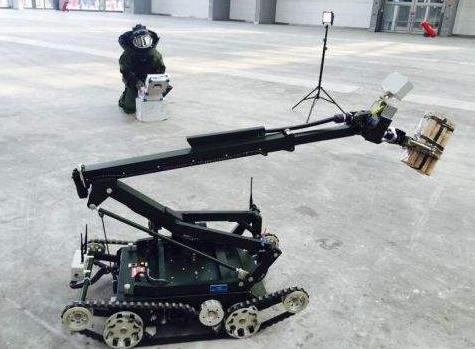 英军拆弹机器人哈里斯T7已经交付4个 有助于清除...