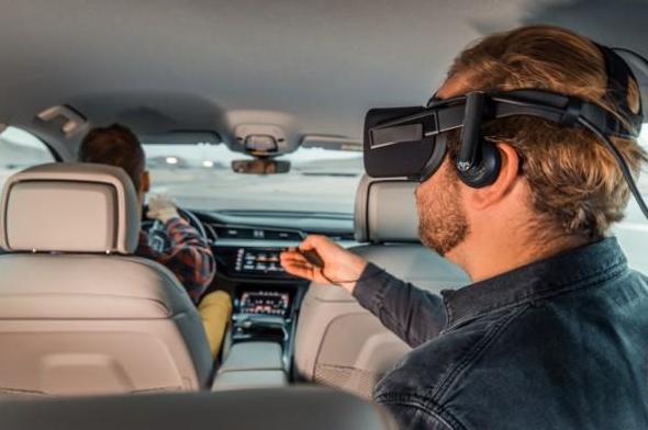 奥迪e-tron利用VR眼镜让消费者更好的体验到汽车娱乐系统Holoride