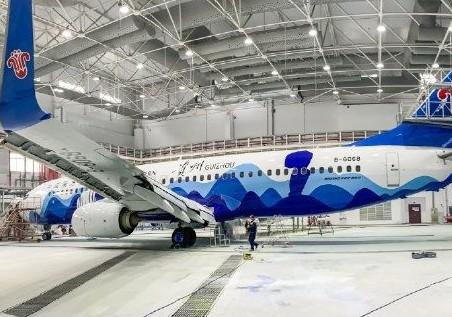 全国首架以蜡染画为喷绘风格的飞机将?#26009;?#22269;内外33...