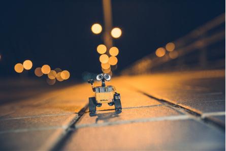 目前国内的机器人研发水平正处在赶超阶段