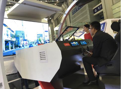 京瓷推出的未来驾驶舱使用了3D AR平视显示器