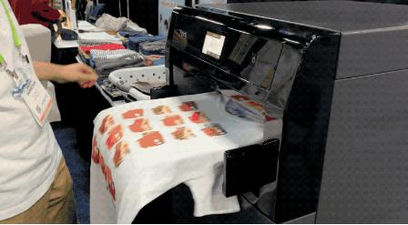 Foldimate推出的洗衣-叠衣机器人外部酷似打印机